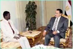 Egyptian President Hosni Mubarak (R) and Sudan's senior presidential assistant Minni Arcua Minnawi (L) talk during their meeting at the presidential palace in Cairo February 17, 2009 (Al-Ahram)