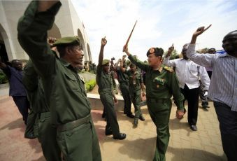 Sudan's military First Commander Ismat Abdel Rahman (3rd R) waves to supporters during a rally to voice support for the northern army in Khartoum May 26, 2011 (REUTERS PICTURES)