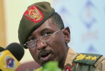 الناطق الرسمي باسم الجيش السوداني خالد الصوارمي (رويترز)