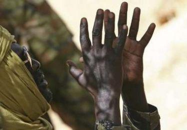 خليل ابراهيم رافعا يديه في صورة تعود لعام 2007م