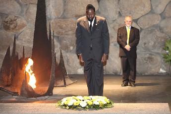 الرئيس الجنوب سوداني سلفاكير لدى زيارته متحف الهولوكوست في اسرائيل