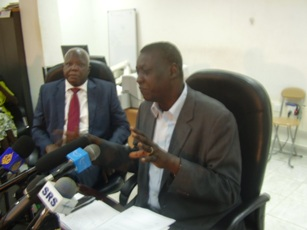 Luka Biong (right) speaks at a press conference as Edward Lino (left) listens on in Juba, South Sudan on 15 May 2012 (ST)