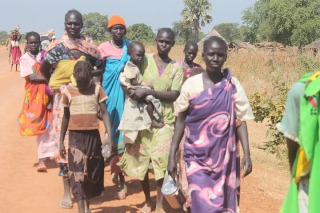 Some of the 900 people displaced from Kiir Adem in Aweil North County, Northern Bahr El Ghazal State, South Sudan, by alleged SAF bombings between 20-22 November. 25 November 2012 (Source: Office of the Commissioner of Aweil North County)