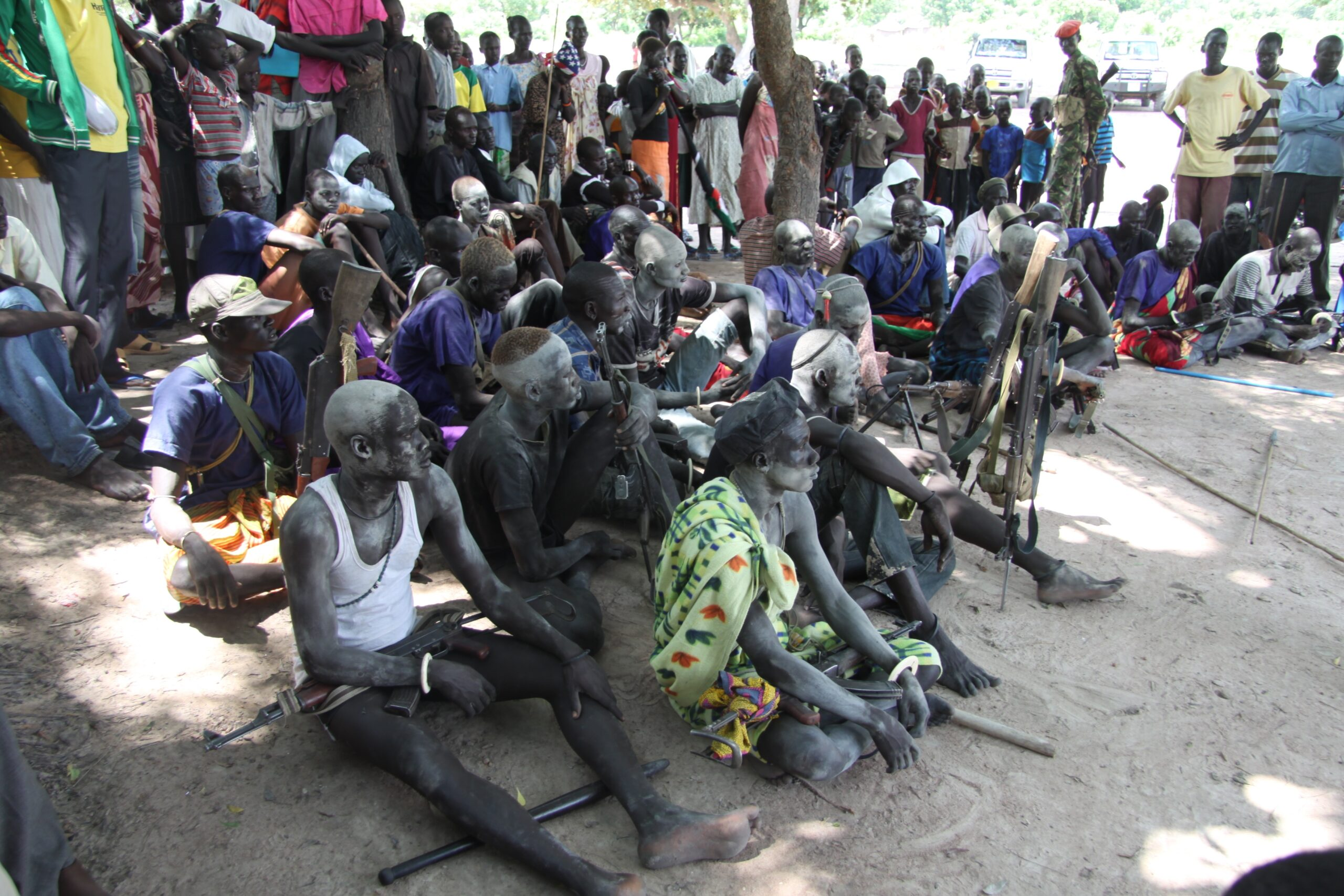 gelweng_youth_lining_up_in_jier_payam_of_rumbek_central_to_handover_their_guns_to_spla_forces_photo_taken_on_8.09.2011_.jpg