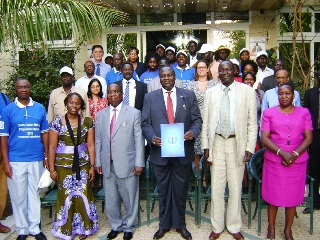 South Sudan Vice President Riek Machar holds a copy of the Malaria programme review agreement (Malaria Consortium)