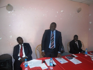 Jonglei state minister for youth and sports Baba Medan Konyi speaks at a youth forum in Bor July 26, 2013 (ST)
