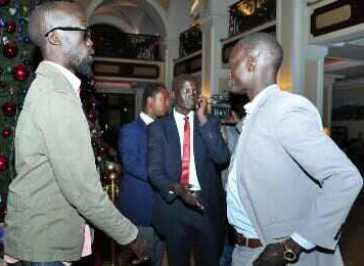 Mabior Garang de Mabior (L), the son of late South Sudanese leader John Garang and member of the rebel negotiating team arrives in Addis Ababa with other delegates on 2 January 2014 (Photo:AP/Elais Asmare)