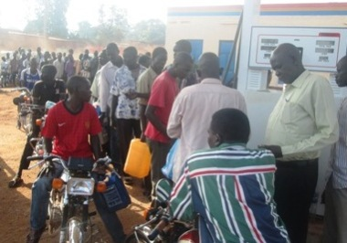 Local residents wait in line to pay for fuel at Runway petrol station in Western Bahr el Ghazal capital Wau on 12 September 2014 (ST)