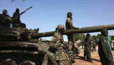 Soldiers from the South Sudanese army (SPLA) on guard in Bentiu, the capital of South Sudan's Unity state on 12 January 2014 (Photo: Reuters)