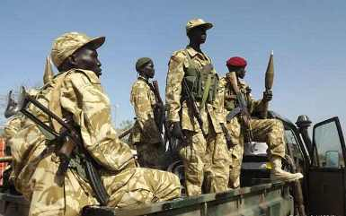 Soldiers from the South Sudanese army (SPLA) at Jonglei's Bor airport in January 2014 (AFP)