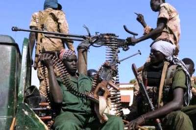 South Sudanese soldiers patrol the streets of Unity state capital Bentiu on 12 January 2014 (Photo: Simon Maina/AFP)