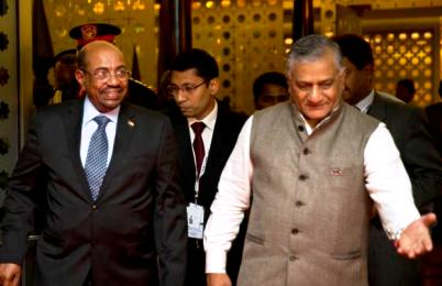 Sudan's President Omer Hassan al-Bashir, left, is welcomed by Indian foreign minister Vijay Kumar Singh as he arrives for the India Africa Forum Summit in New Delhi, October 28, 2015. (Photo AP/Saurabh Das)