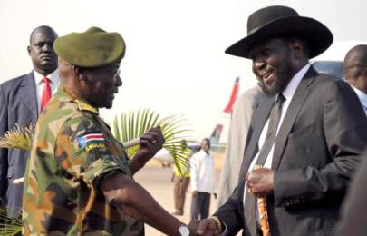 S Sudan's President Salva Kiir is received by former Chief of General Staff of the SPLA Paul Malong Awan at the airport in Juba March 6, 2015 (Reuters)
