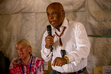 Joint Monitoring and Evaluation Commission (JMEC) Chairperson Festus Mogae meets with community leaders and civil society groups during a visit to Bentinu on January 14, 2016  (UNMISS Photo)