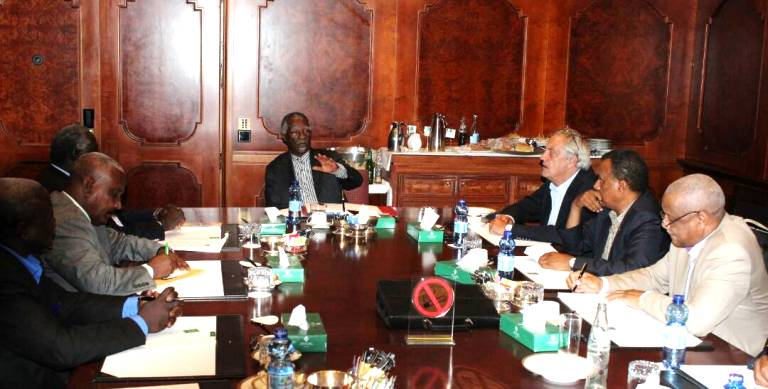 Mbeki chairs a meeting with the SPLM-N leaders (L) and the regional and international envoys on 24 April 2017 (ST Photo)