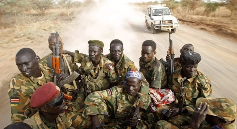 South Sudan's army soldiers drive in a truck on the frontline in Panakuach, Unity state April 24, 2012. (Reuters Photo)