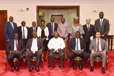 A group photo of the SPLM factions in government reunification team with Uganda's Yoweri Museveni, December 15, 2017 (ST)
