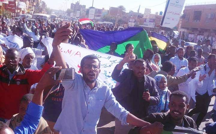 Demonstrators protest for the third time against the increase of bred price in Khartoum North on 31 January 2018 (ST Photo)