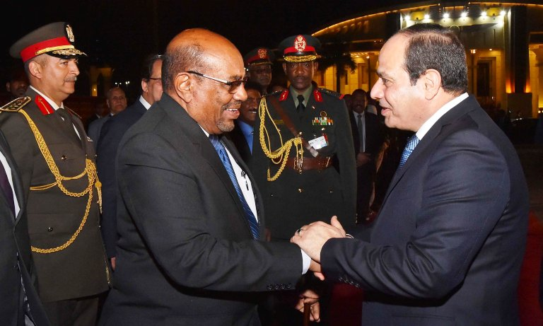 Presidents al-Bashir (L) and al-Sisi shake hands at Cairo airport before Bashir departure to Khartoum on 19 March 2018 (Photo Egyptian presidency)
