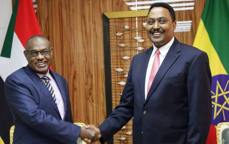 Sudan's FM al-Dirdiri (L) shakes hands with his Ethiopian counterpart Workneh Gebeyehu in Addis Ababa on 1 June 2018 (Photo ENA)