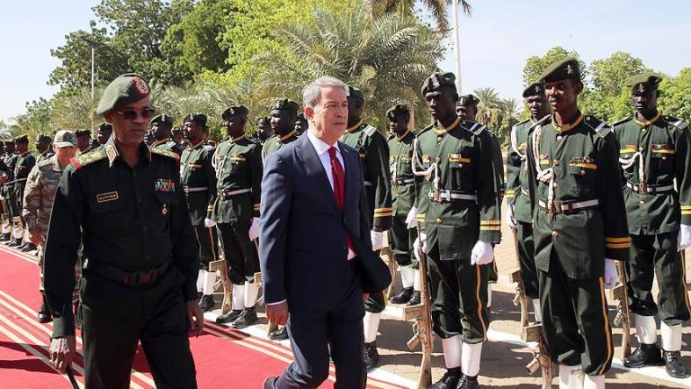 Sudan's Defence Minister Awad Ibn Ouf receives the visiting Turkish Defence Minister Hulusi Akar on 6, Nov 2018 (Photo Anadolu)