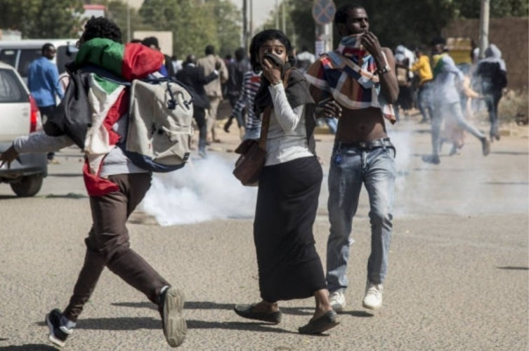 Protesters flee police tear gas on 20 February 2020 (ST photo)